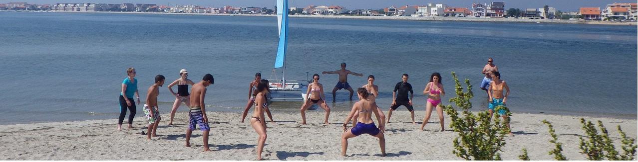 Actividade de stand up paddle e fitness na ria de Aveiro